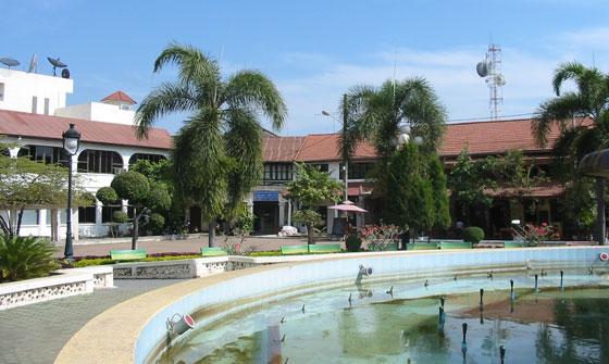 Вид от фонтана Nam Phu
