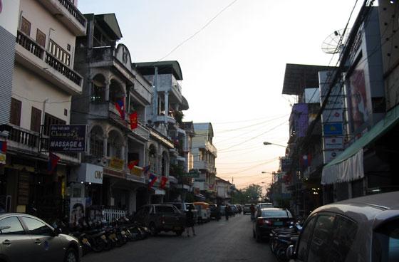 Улица в районе фонтана Nam Phu