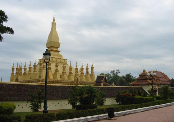 Центральная ступа Пха Тхат Луанга (Pha That Luang)